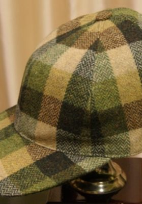 gorra visera cuadros verdes