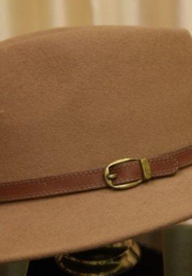 Sombrero-hombre-marron