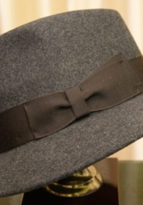 sombrero-hombre-gris