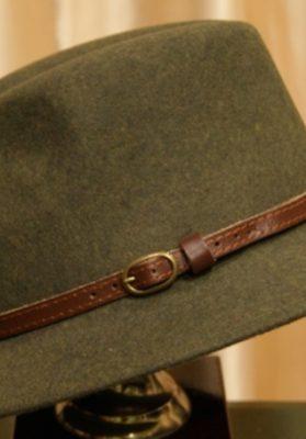 Sombrero-hombre-verde