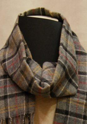 bufanda Barbour-cuadros-gris