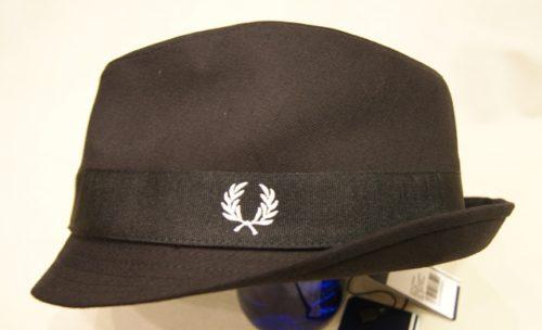 sombrero-fred-perry-negro