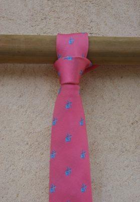 Corbata-rosa-molinos-azules